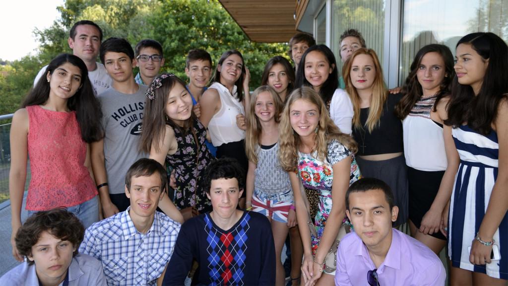 O Chris με μαθητές του στο Harven School of English